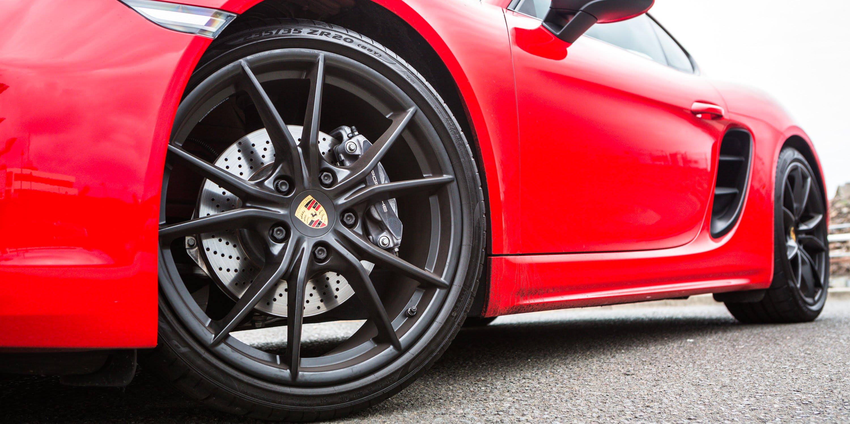 2018 twin test Jaguar F Type 2.0 auto v Porsche 718 Cayman PDK IMG SamVenn 1393