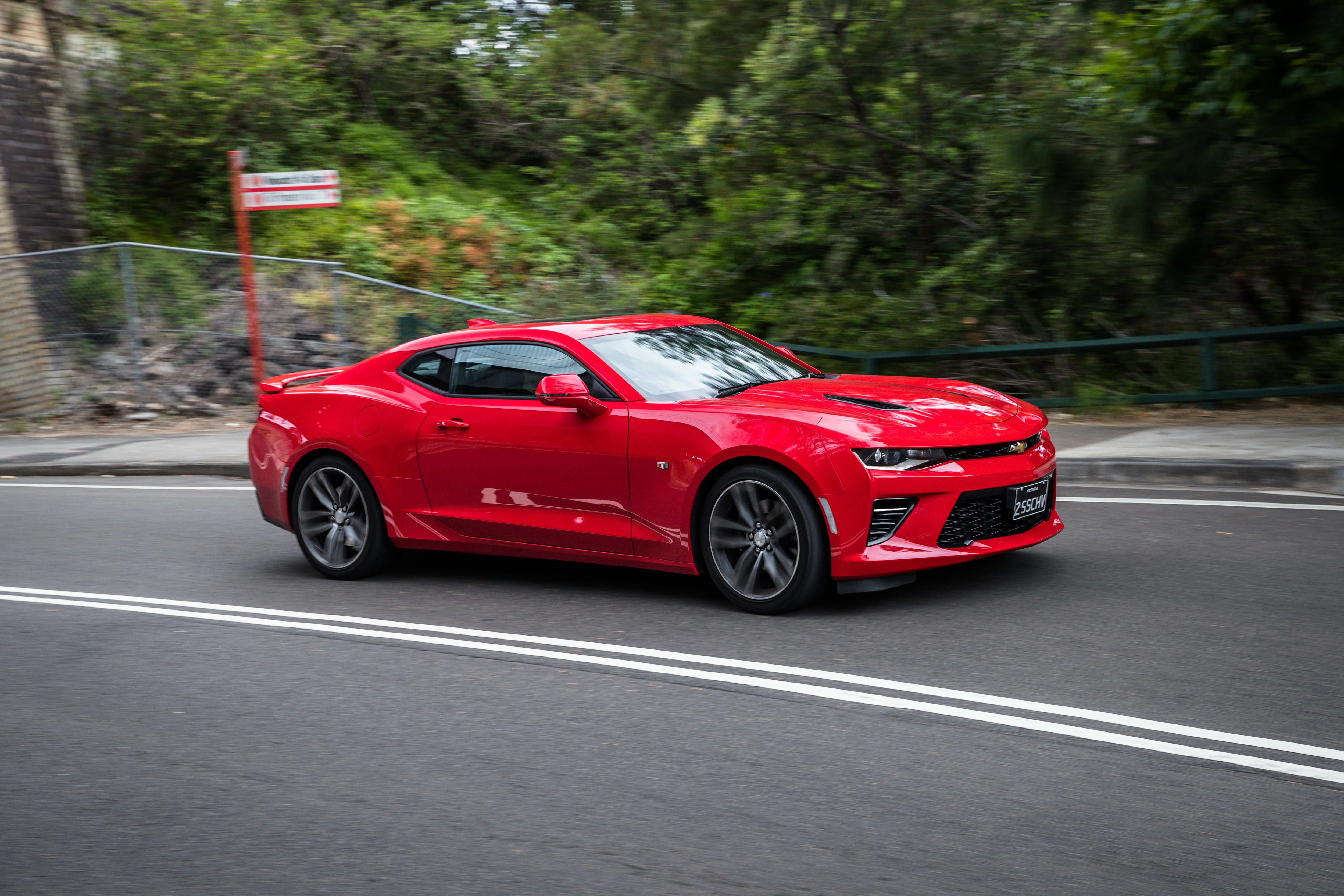 2019 Mustang GT 10AT coupe v Chevrolet Camaro 2SS 127