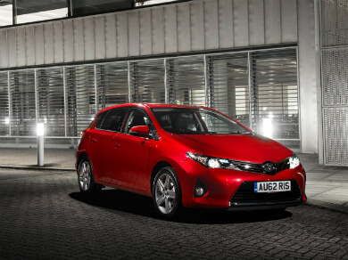 Red Toyota Auris