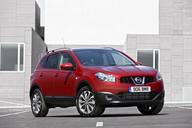 Nissan Qashqai in red
