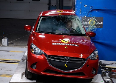 Red Mazda 2 Crash test