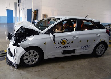 White Hyundai i20 crash test