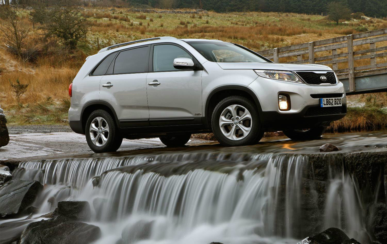 image of a kia sorento in the countryside