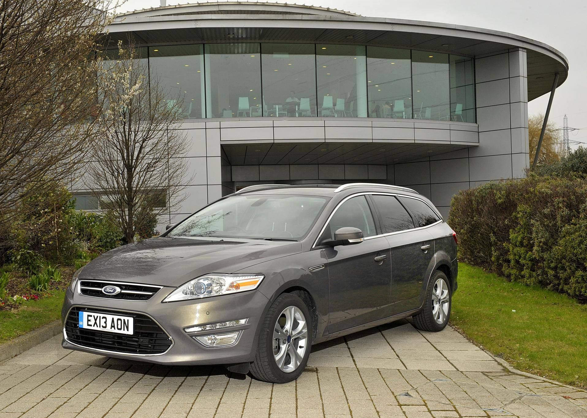 image of a ford mondeo estate car exterior