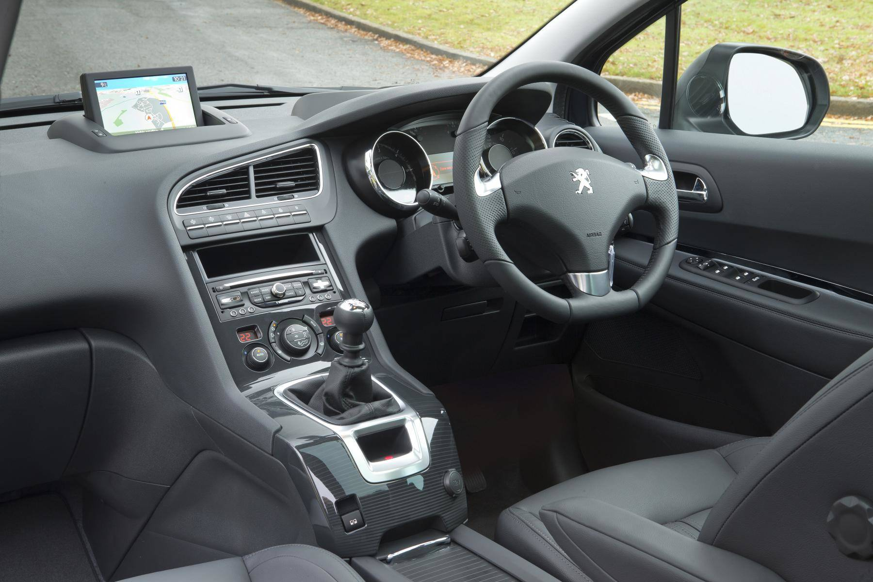 image of a peugeot 5008 car interior