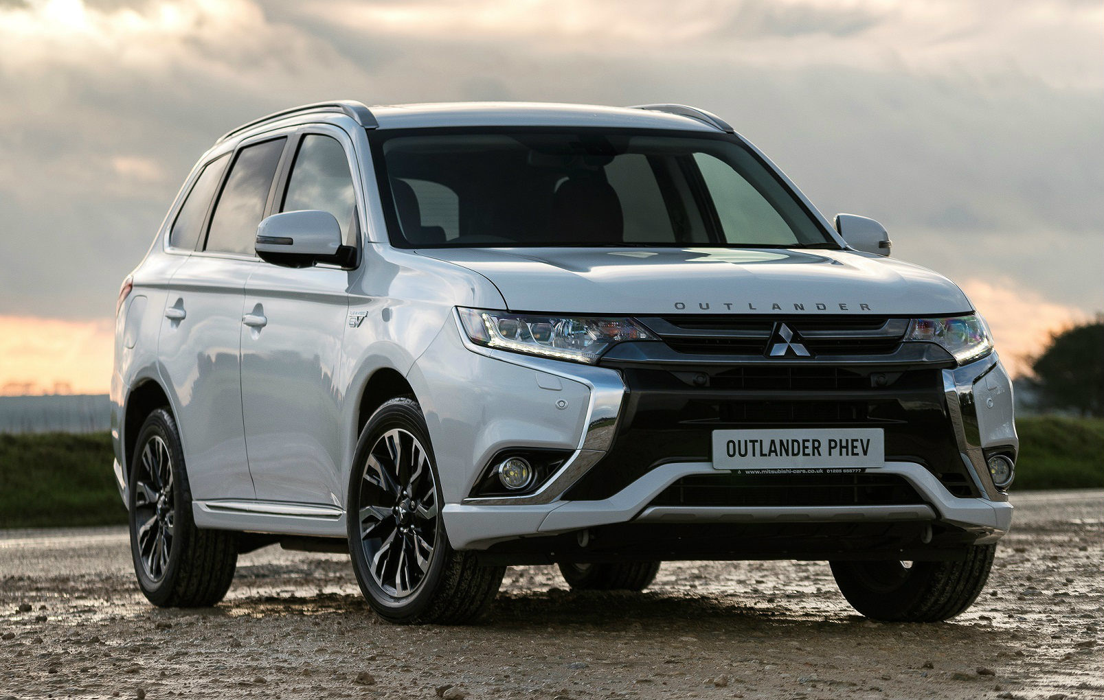 image of a silver mitsubishi ourlander phev car exterior