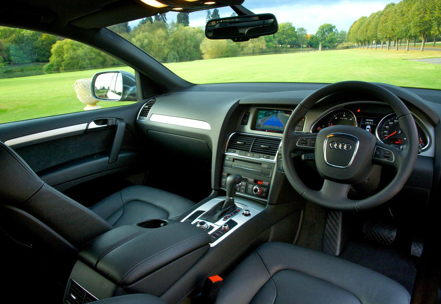image of an audi q7 car interior