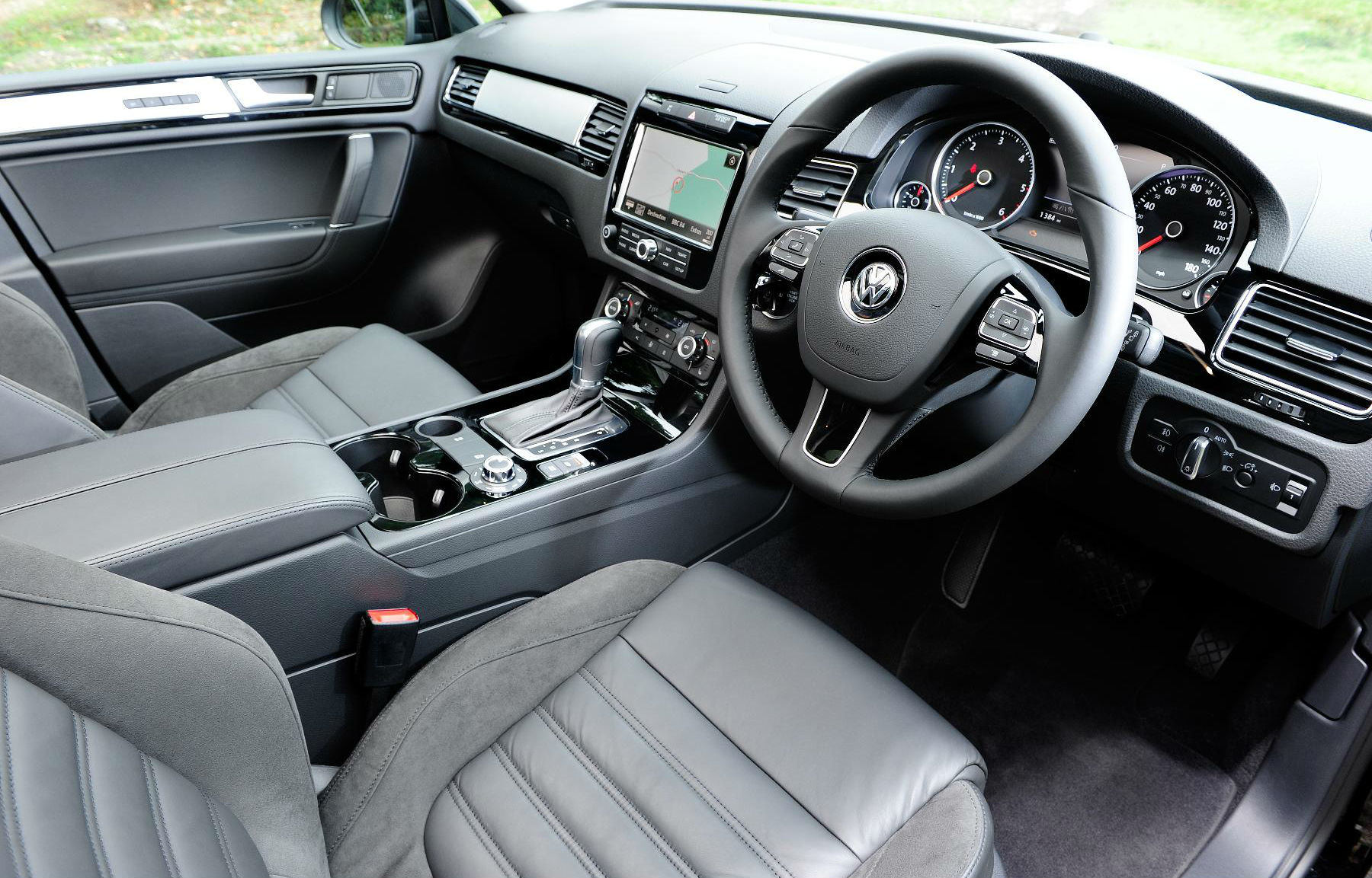 image of a volkswagen touareg car interior