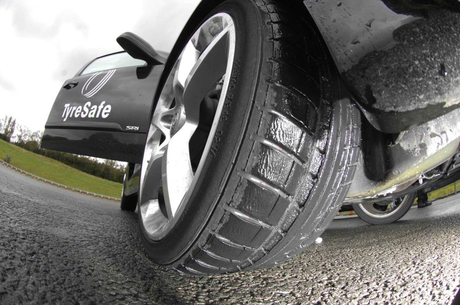 Tyre pressure on car wheel