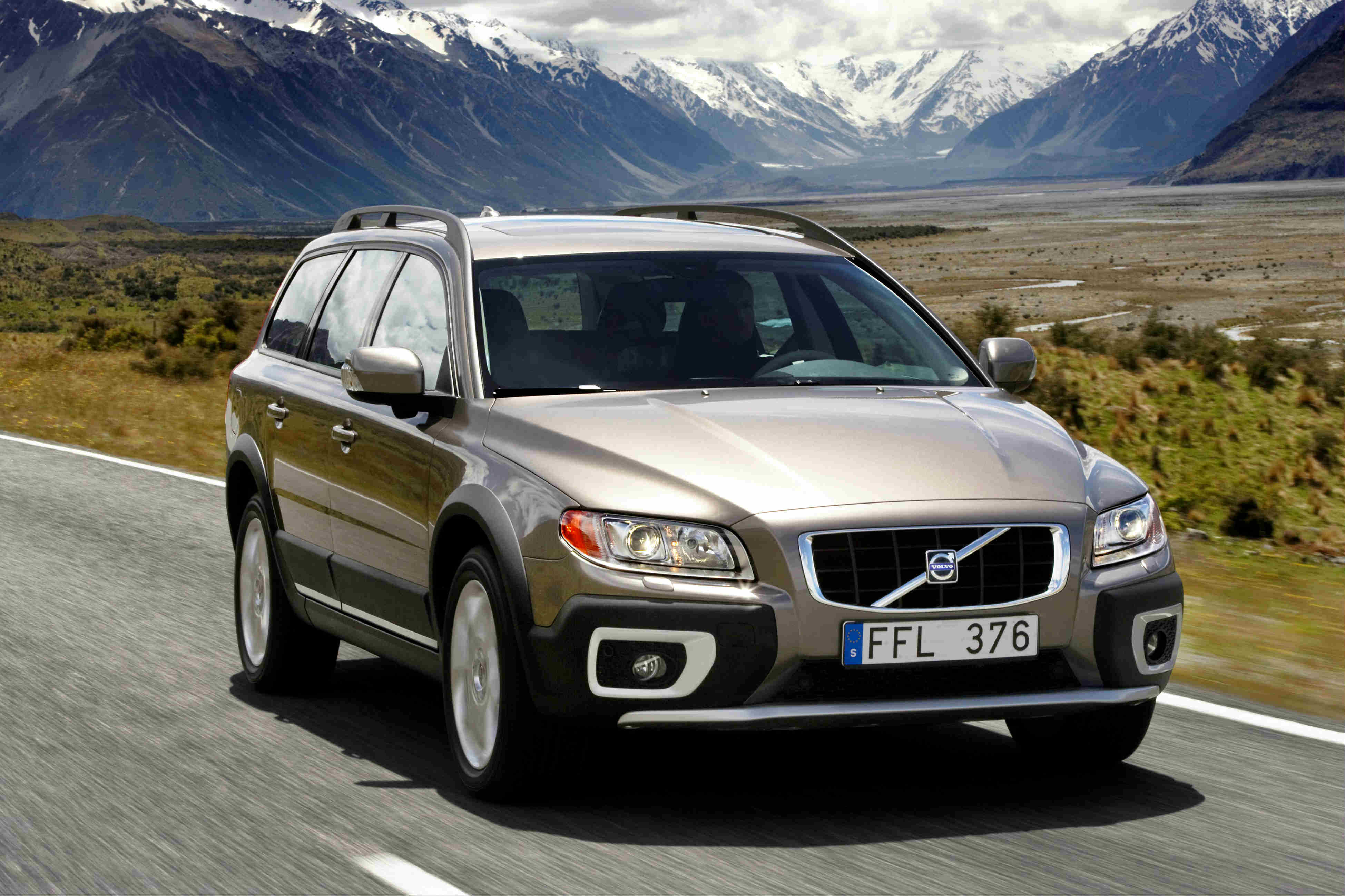 image of a gold volvo xc70 car exterior