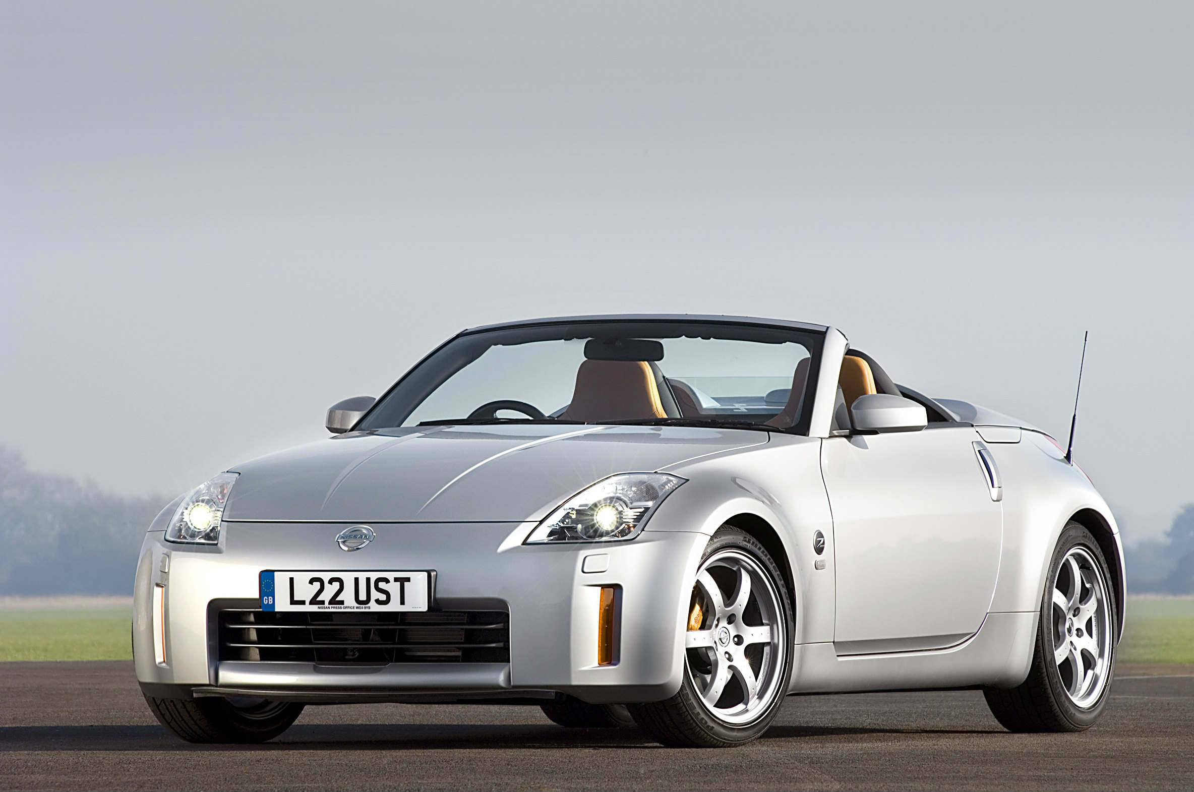 image of a silver nissan 350z car exterior