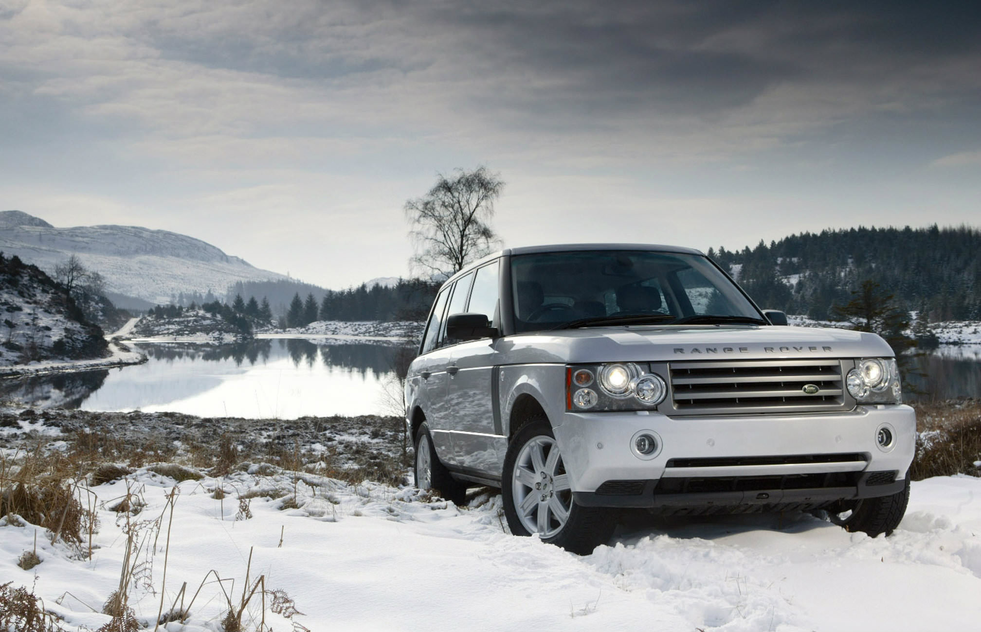image of a silver range rover in snow conditions