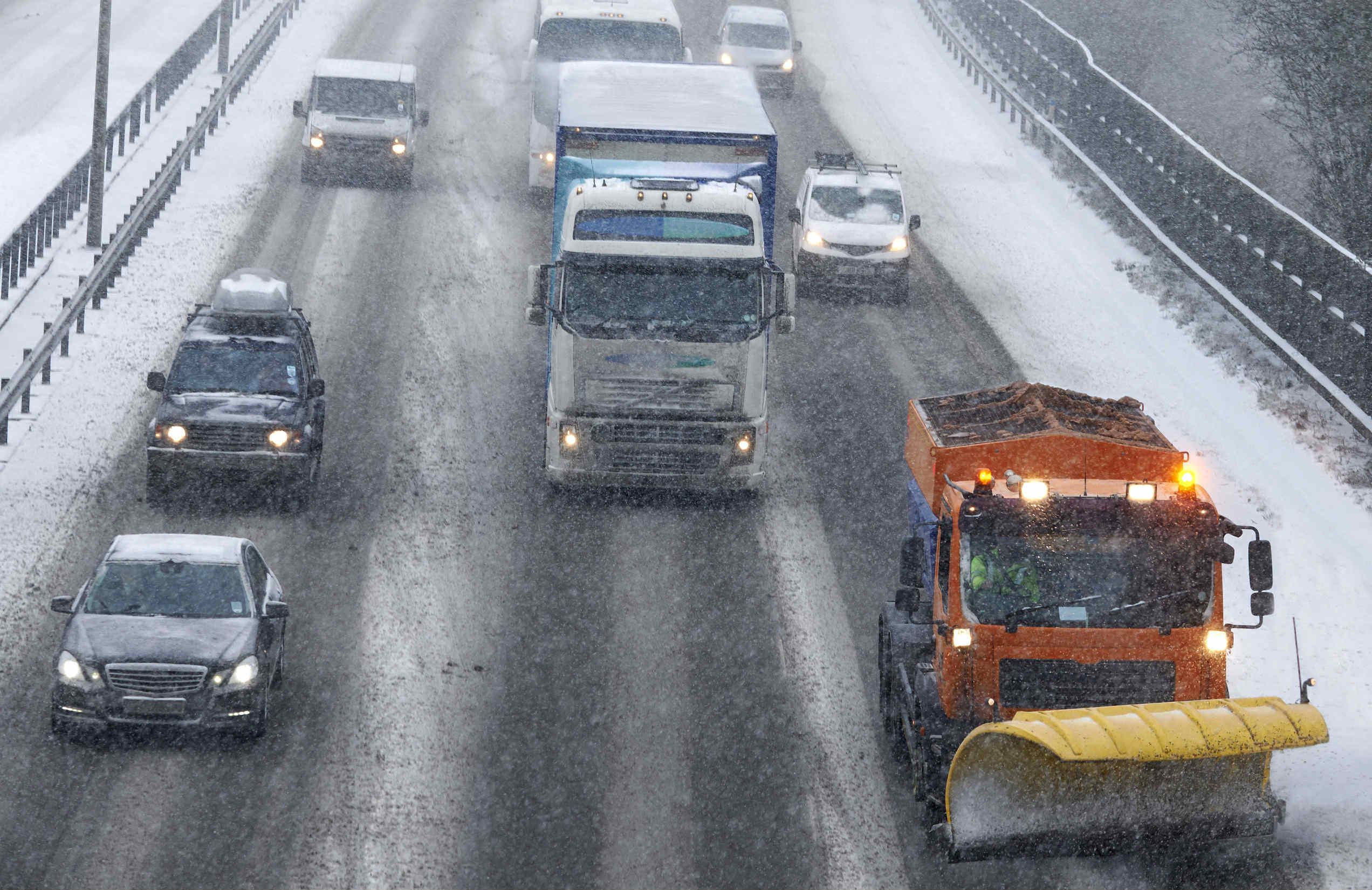 image of vehicles stuck on the motorway in winter conditions