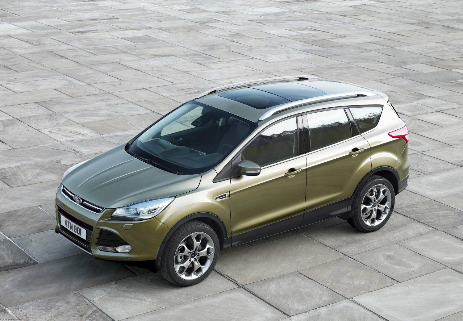 Guide to used SUVs with panoramic sunroof - Silver Ford Kuga