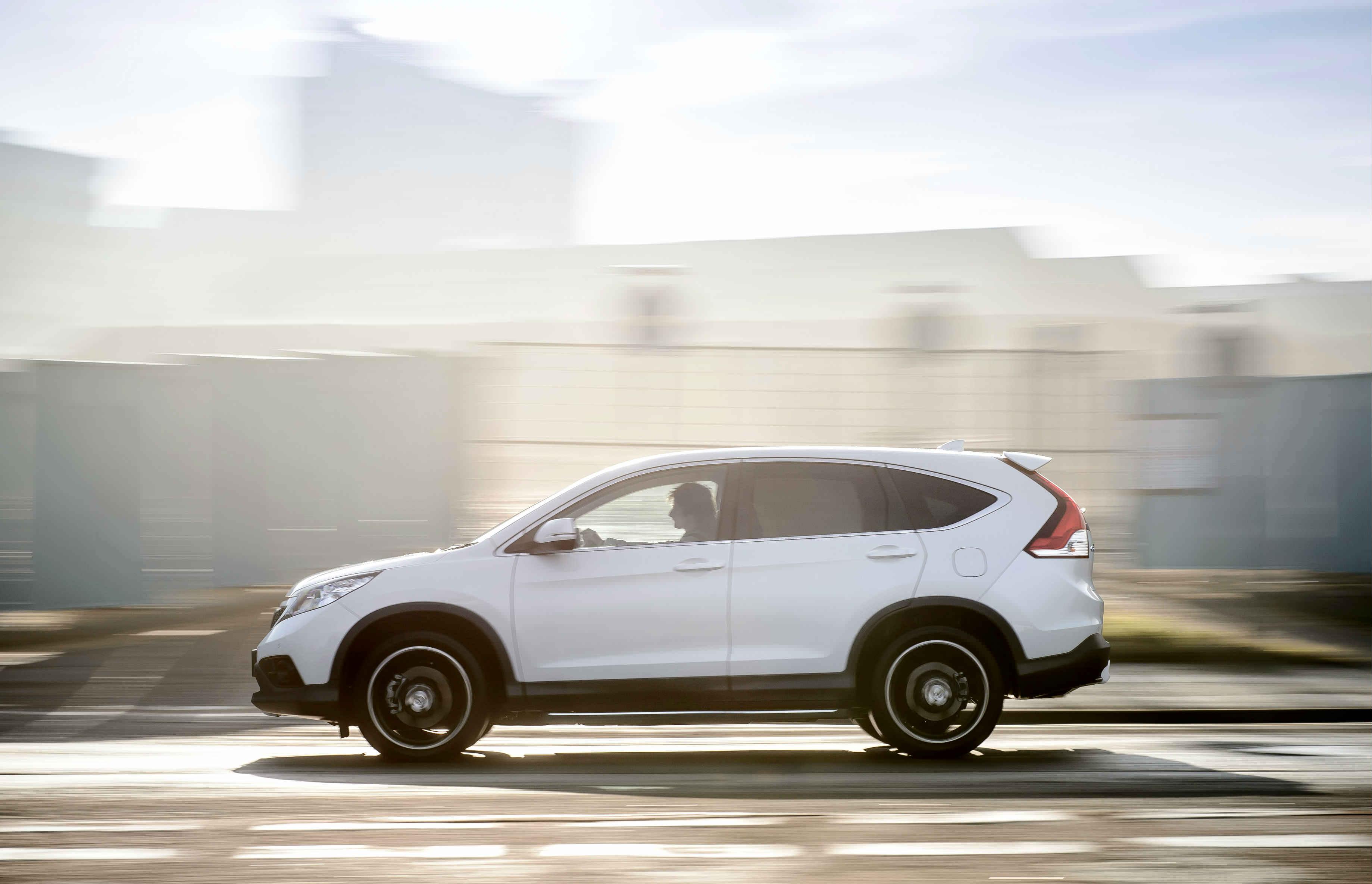 Guide to used SUVs with panoramic sunroof - White Honda CRV