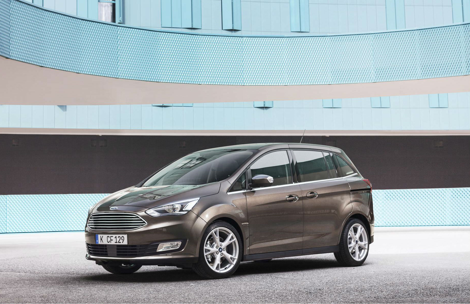 Ford Grand C-Max  the best large family car with sliding door