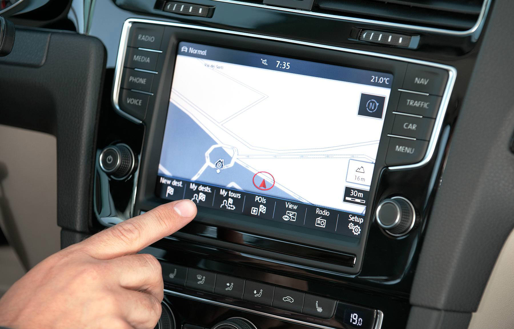 ouchscreen system in VW Golf mk7