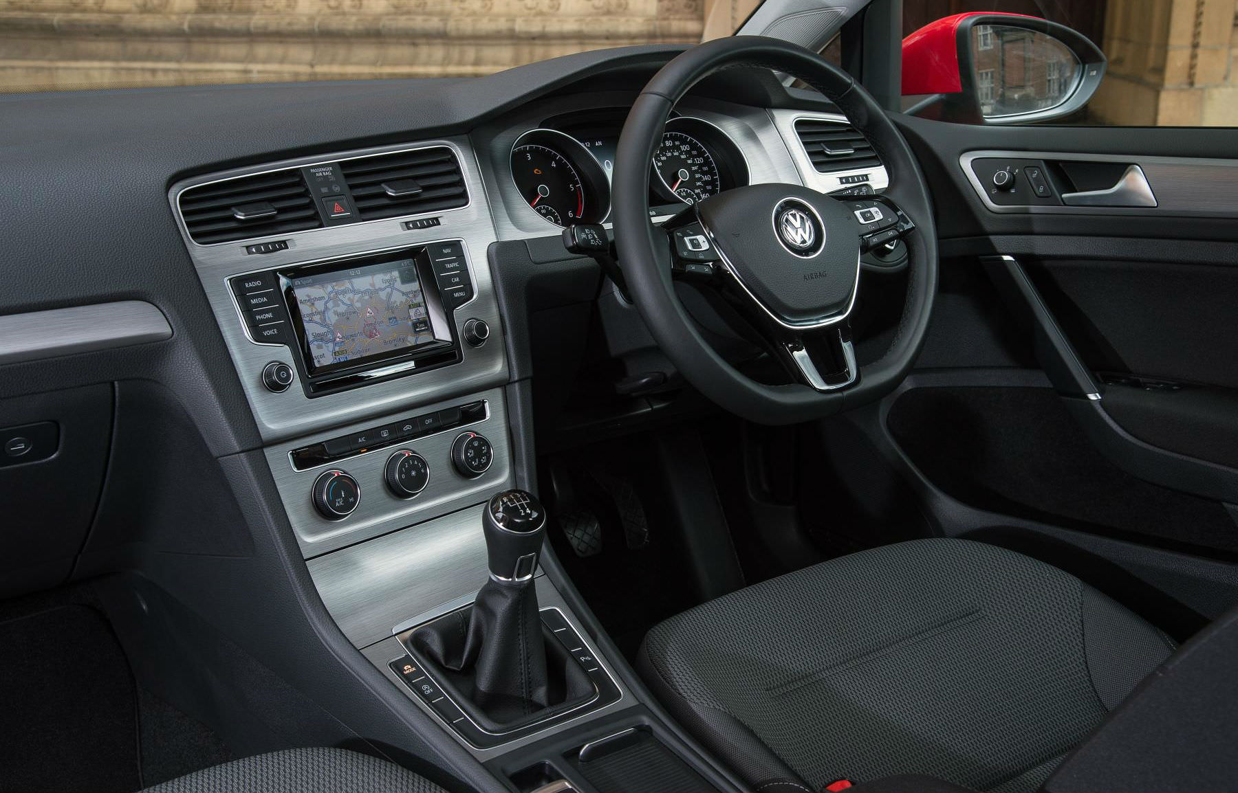 The dashboard of the VW Golf mk7