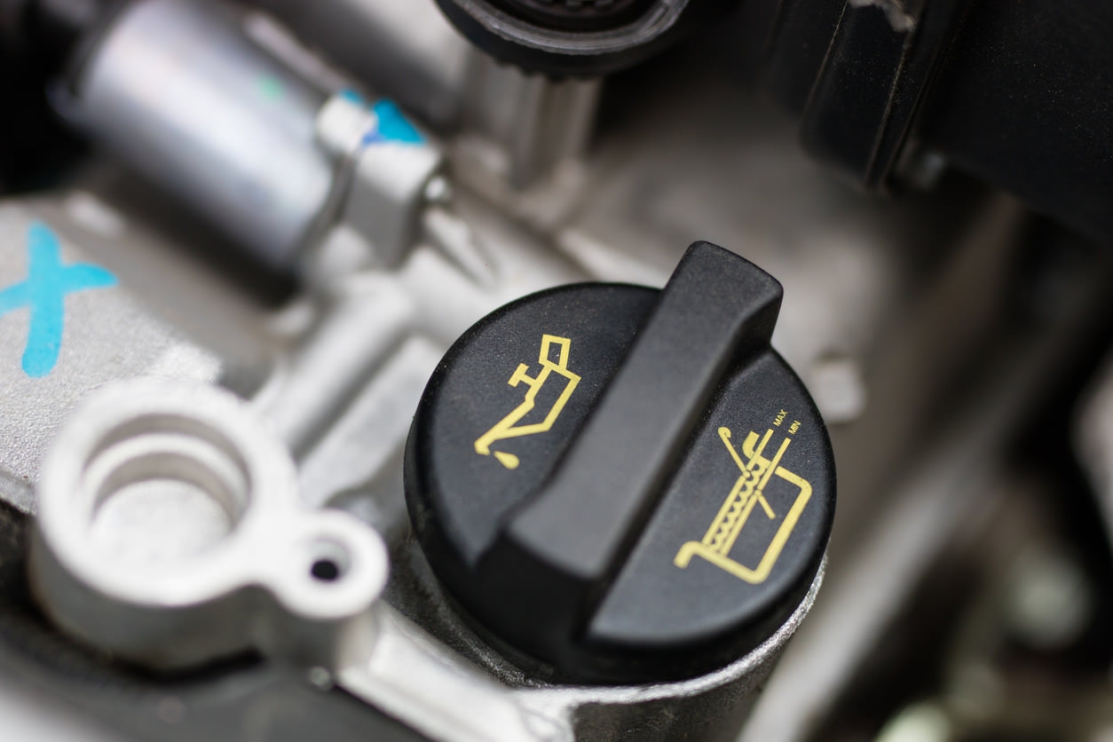 How to check and top up your cars engine Oil: Oil filler cap