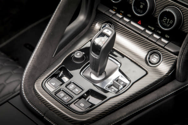 Choosing between a manual and automatic gearbox
