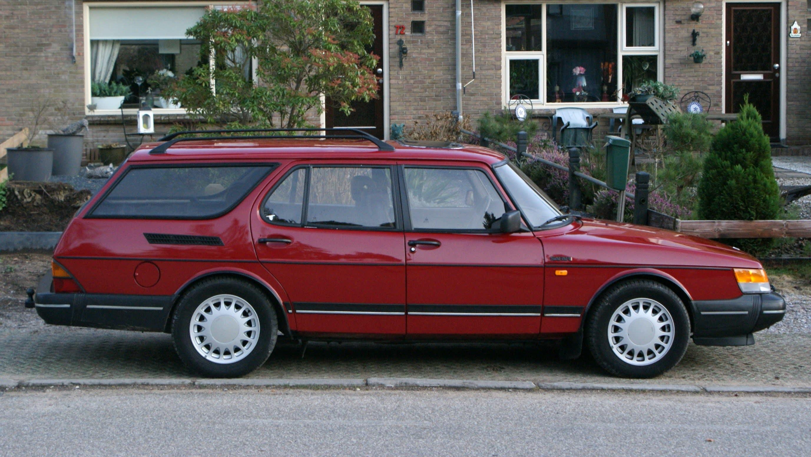 Weird Wagons Saab 900 Safari Carsguide Oversteer