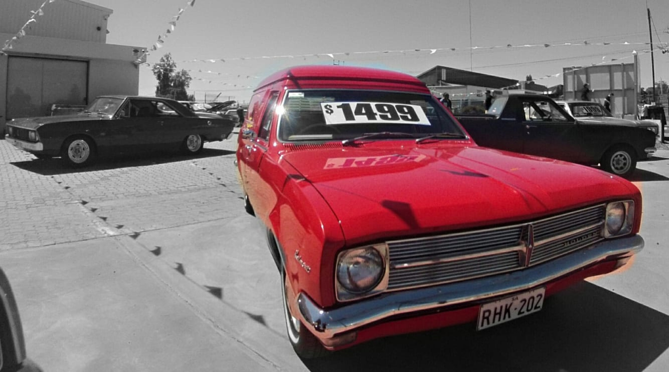 Holden club re-creates \'70s car yard | CarsGuide - OverSteer
