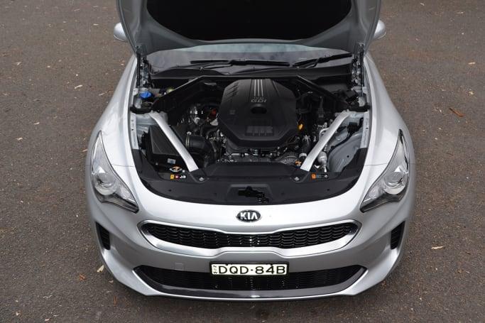 Kia stinger 200s 2017 review carsguide for Kia motors passkey 0000