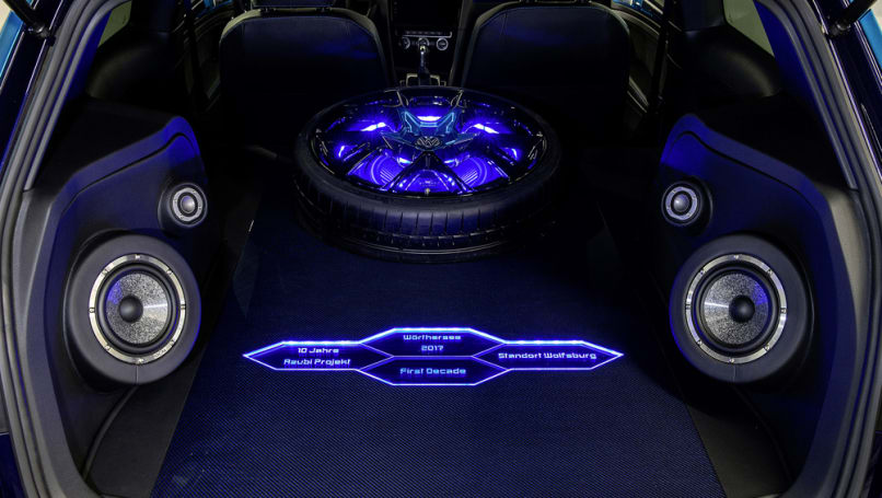 The rear of the cabin has a premium audio system with 1690 watts from 11 speakers and a subwoofer.