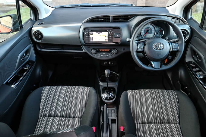 Toyota yaris 2014 interior for Interior yaris 2017