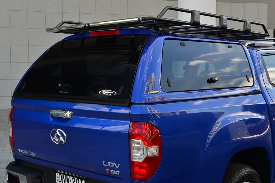 The Carryboy canopy has locking side and rear smoked-glass windows.