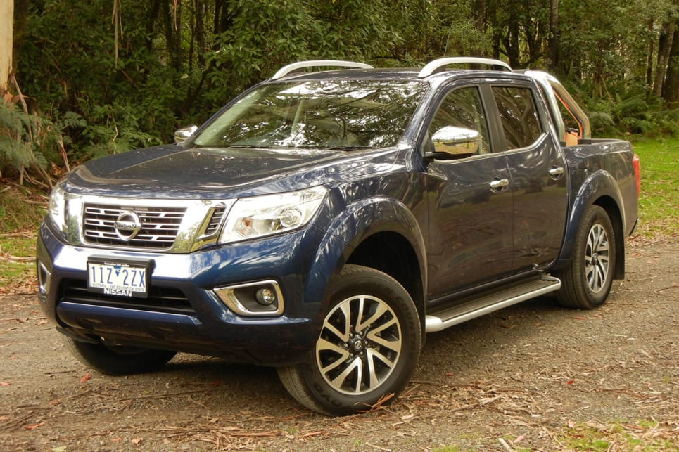 nissan navara st x dual cab 2017 review carsguide. Black Bedroom Furniture Sets. Home Design Ideas