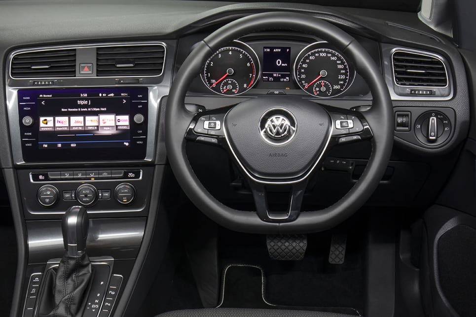 volkswagen golf comfortline hatch 2017 review snapshot carsguide. Black Bedroom Furniture Sets. Home Design Ideas