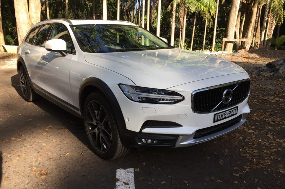 The V90 is complemented by all-around body cladding that hints at a willingness to test the road less travelled. (image credit: Vani Nadioo)