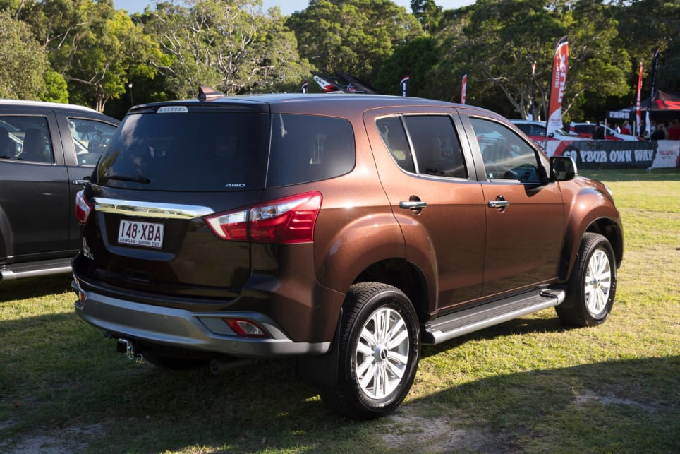 Light Brown Car >> Isuzu MU-X 2017 review | CarsGuide