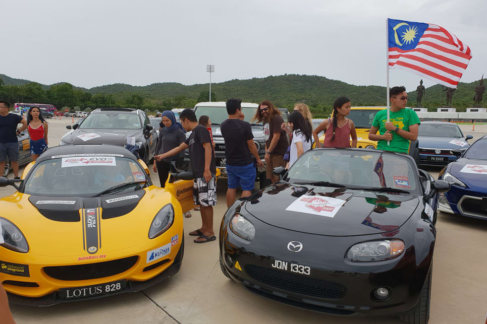 The Lotus Elise Cup 250 and Mazda MX-5 (NC) had stormed all the way to Hua Hin the night before. Apparently, they arrived around 3am.