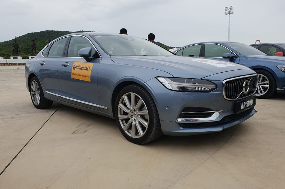 Our Volvo S90 executive sedan mightn't have been the centre of attention. But what other car do you want for a 1000km+ journey?