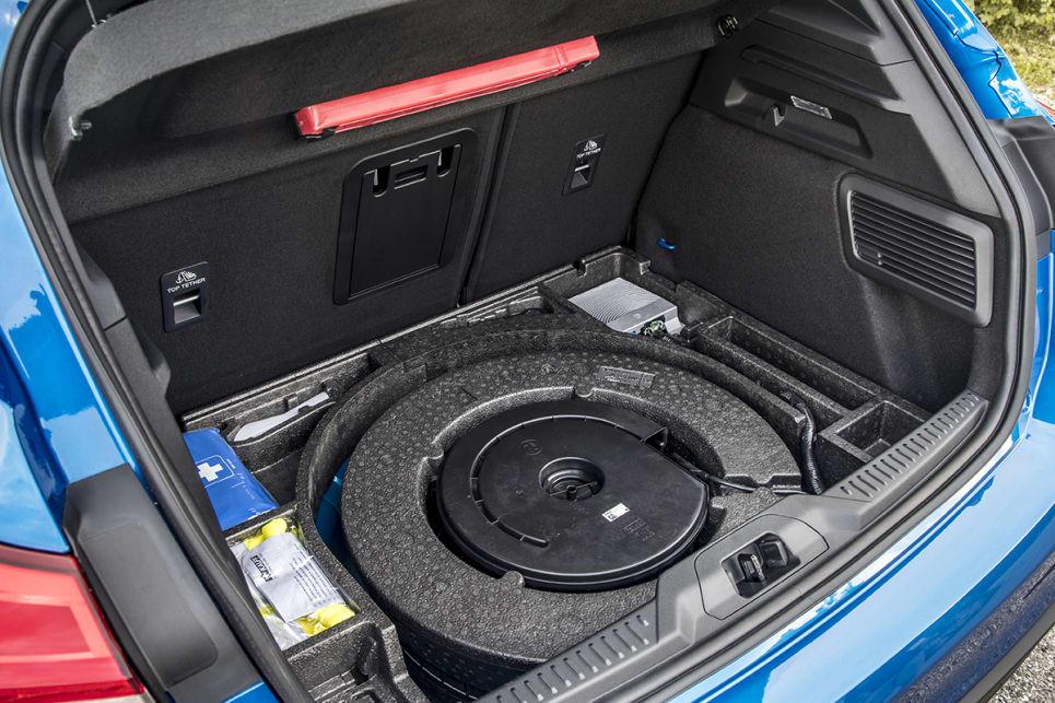 2018-Ford-Focus-ST-Line-Hatch-Blue-Press