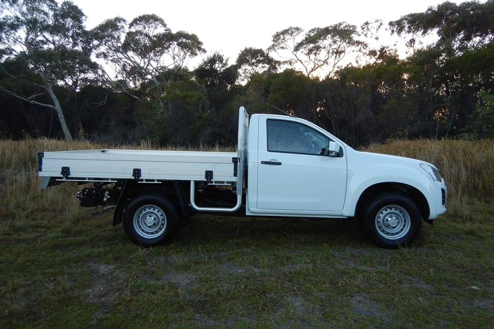 the exterior retains that ute-specific boxy-strong shape, which is a good thing.