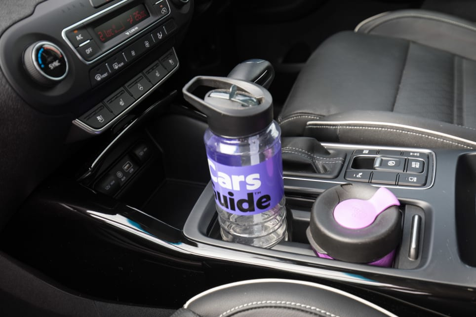 2018 Kia Sorento GT-Line: bottle holders