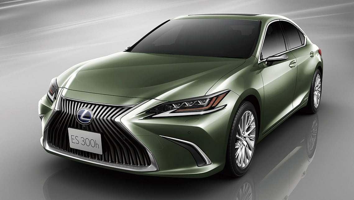lexus es 2019 replaces wing mirrors with cameras in japan - car news