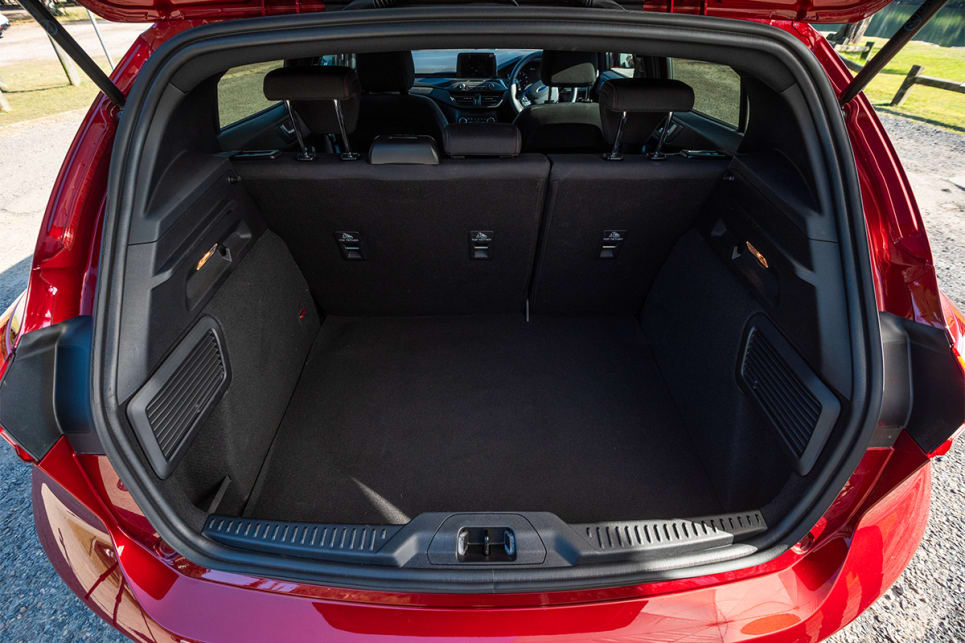 The 421-litres in the back of the Focus is measured to the cargo cover, but isn't measured in VDA.
