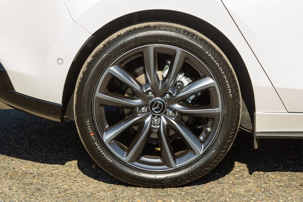 The G25 Evolve wears 18-inch alloy wheels.