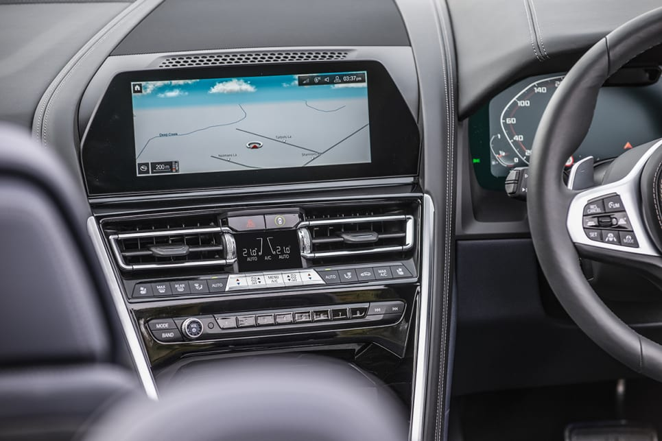 The M850i features a10.25-inch Control Display.