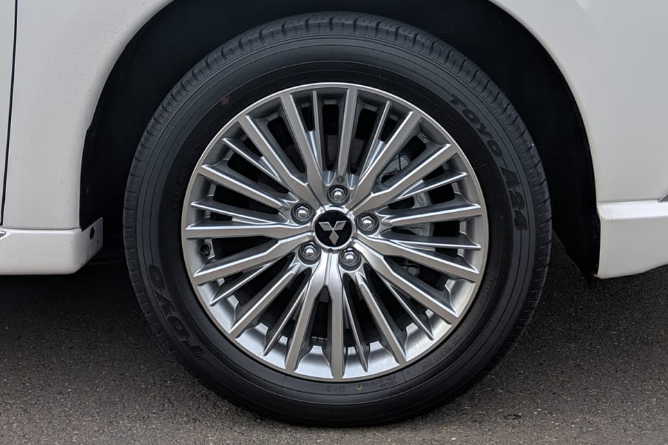 The ES model scores 18-inch alloy wheels.