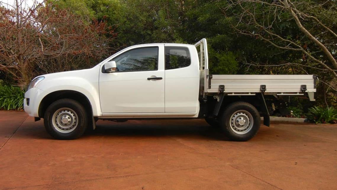 isuzu d max sx space cab chassis 4x4 2016 review carsguide. Black Bedroom Furniture Sets. Home Design Ideas