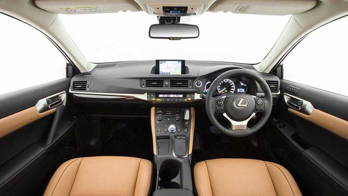 2011 lexus ct 200h review