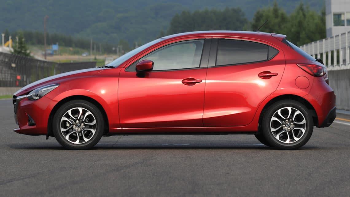 Mazda 2 hatchback 2015