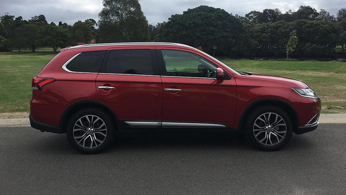 Mitsubishi Outlander Exceed sel 2017 review | CarsGuide