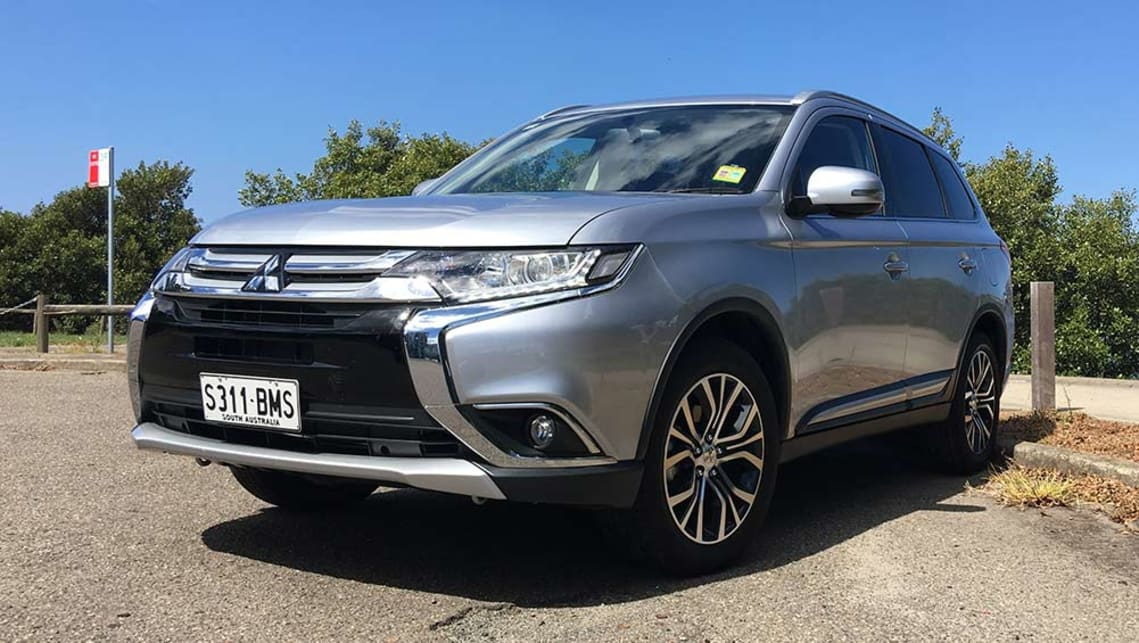 mitsubishi outlander ls 2wd 2.0 manual 2017 review | carsguide