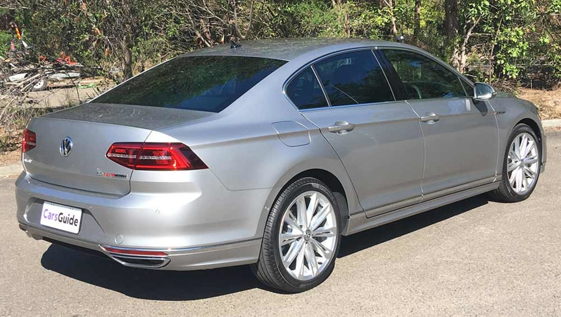 volkswagen passat 206tsi r line sedan 2017 review carsguide. Black Bedroom Furniture Sets. Home Design Ideas